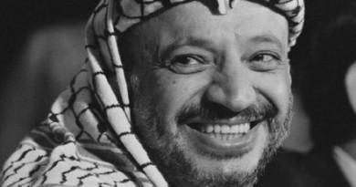 """ياسر عرفات … """"نضال"""" شخص يلخص مسيرة """"شعب"""""""