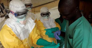 """خبراء يتهمون الصحة العالمية """"بفشل فاضح"""" في التعامل مع الايبولا"""