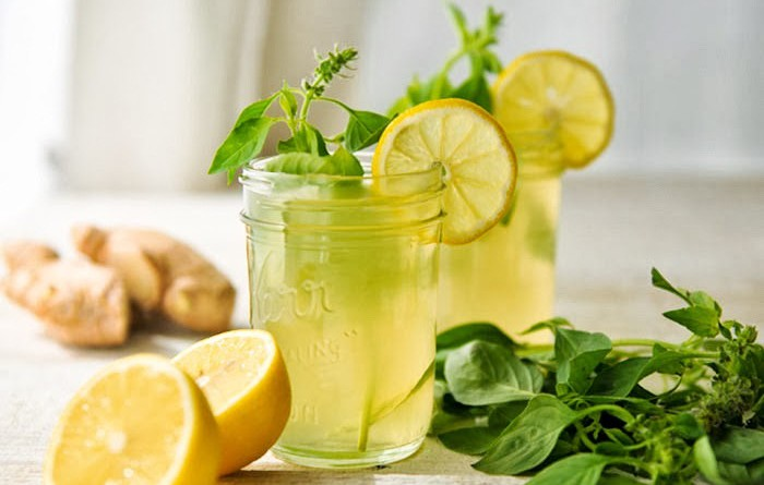 أفضل 4 مشروبات للتخلص من السموم بالجسم