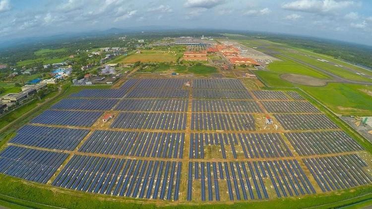 مطار يعتمد على الطاقة الشمسية