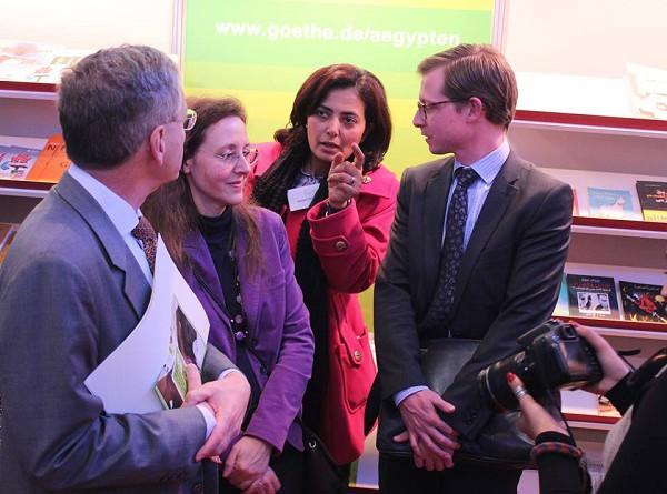 السفير الالمانى بالقاهرة يزور معرض الكتاب
