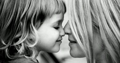 البنت لأمها