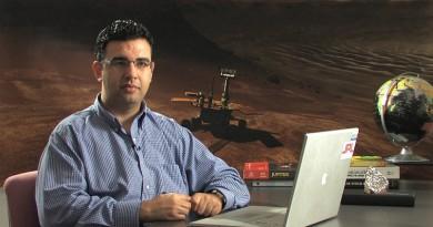 الدكتور المصري عصام حجي عالم الفضاء بوكالة ناسا