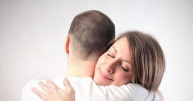لحل مشاكلك الزوجية استخدمي العناق