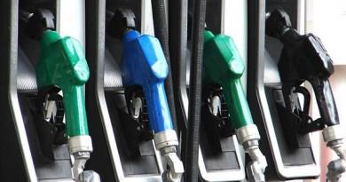 الإمارات تخفض أسعار البنزين في مارس