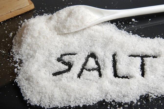 """باحثون فرنسيون: تناول الملح يؤدي إلى الإصابة بـ """"السكر"""""""