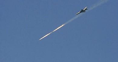 """الطيران السوري يدمر مقرات وآليات لـ""""داعش"""" بريفي حمص والسويداء"""