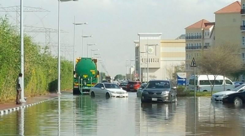 مقتل ستة اشخاص بسبب الامطار الغزيرة في الامارات وسلطنة عمان