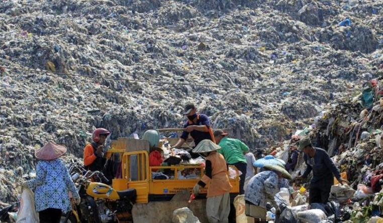 رجال أعمال يحولون نفايات إندونيسيا إلى مصدر طاقة