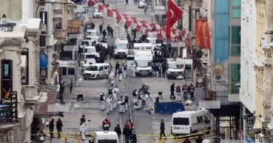 آثار التفجير الانتحاري في شارع الاستقال في إسطنبول
