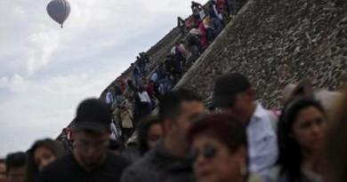المكسيكيون يحتفلون بالاعتدال الربيعي عند هرم الشمس