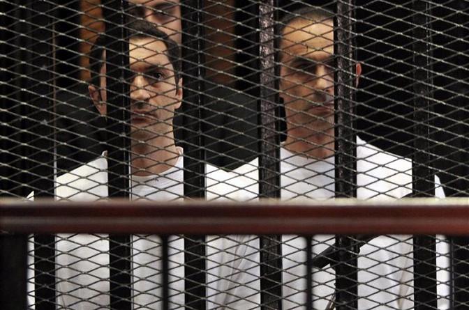 """تأجيل محاكمة علاء وجمال مبارك بـ""""التلاعب بالبورصة"""" لـ 22 مارس"""