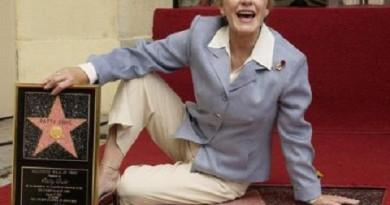 الممثلة الأمريكية باتي ديوك