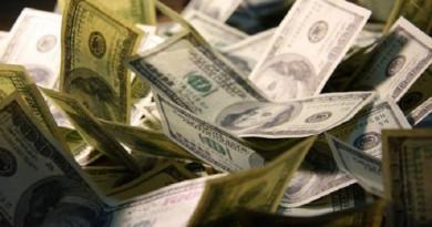 البنوك تتبادل الدولار مع شركات الصرافة مقابل عملات عربية مباشرة