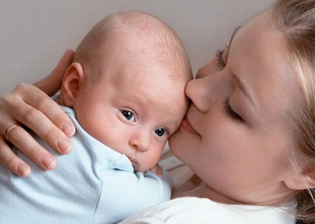 الأمهات البدينات قد يجدن صعوبة في الرضاعة الطبيعية