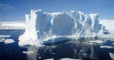 دراسة: ذوبان الجليد يربك تمايل الأرض حول محورها