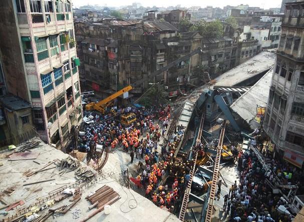 انهيار جسر تحت الإنشاء بالهند وانباء عن وقوع 23 قتيلا