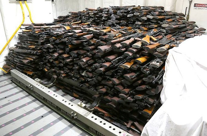 البحرية الاميركية تصادر اسلحة مرسلة من ايران الى الحوثيين