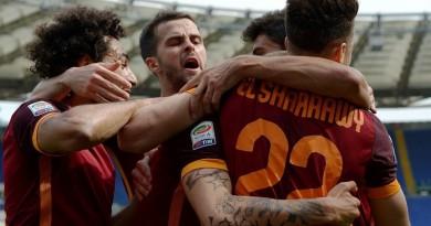 """روما يفوز على """"جاره اللدود"""" لاتسيو في ديربي العاصمة (صور)"""