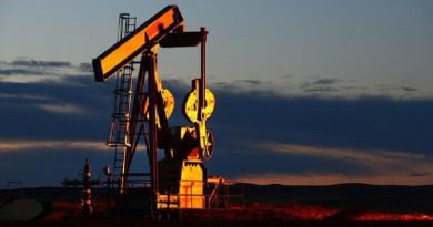النفط يسجل رقما قياسياً جديدا في 2016 ويتخطى 48 دولاراً