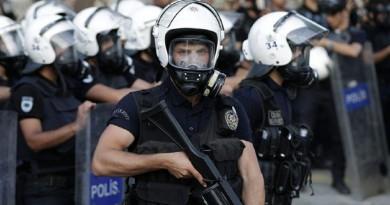 شاهد: الشرطة التركية تفجر حقيبة في ميدان بإسطنبول