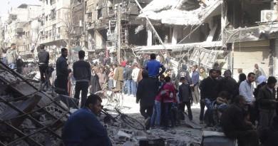 مخيم اليرموك.. بين حصار الحكومة وقصف داعش