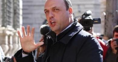 أنجلينو ألفانو وزير الداخلية الإيطالي في روما