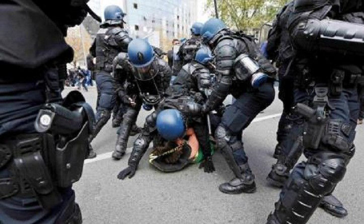 شرطة باريس تحتجز العشرات بعد أعمال عنف