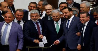 """كردى رئيسا رسميا لحزب """"العدالة والتنمية"""" الحاكم في تركيا"""