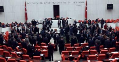 البرلمان التركي يناقش رفع الحصانة عن عشرات النواب