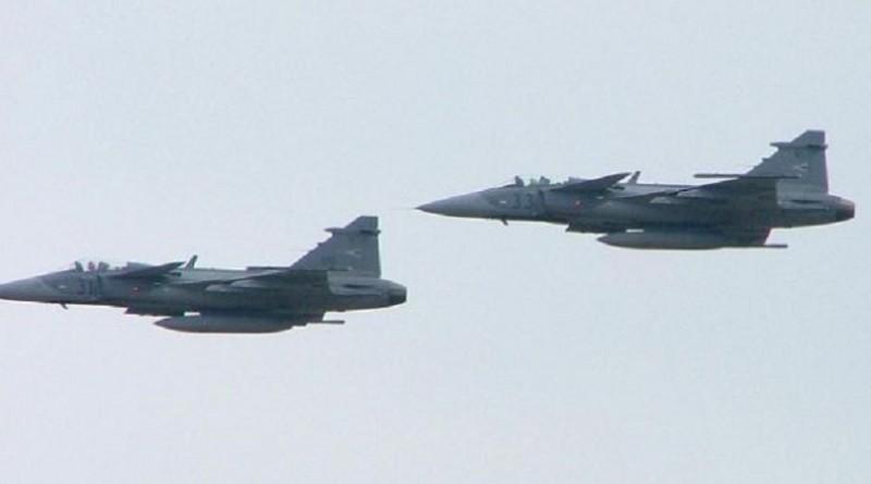 سلاح الجو المجرى يعترض طائرة بريطانية