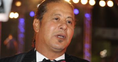 أشرف زكي : أصدقاء «وائل نور» وجدوه ميتًا علي الكرسي