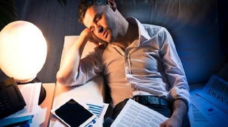 الإدمان على العمل قد يصيب بالاكتئاب والقلق!