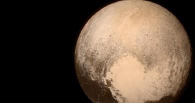 ناسا تنشر صورا مذهلة من سطح بلوتو!