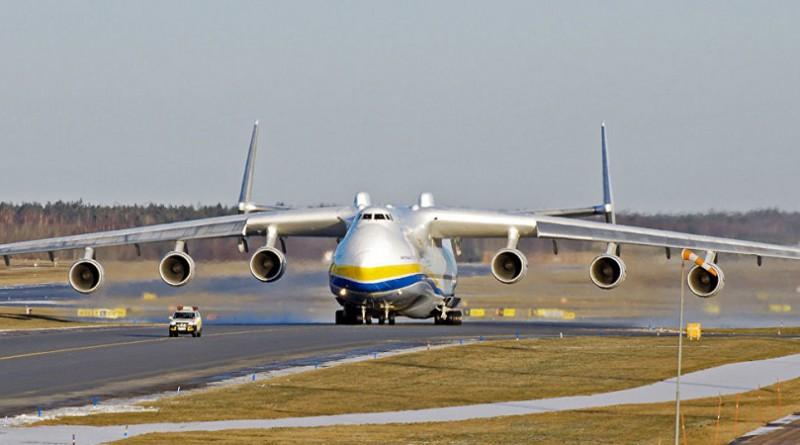هبوط أكبر طائرة في العالم في أستراليا