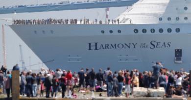استمتع بمشاهدة صورأكبر سفينة سياحية في العالم