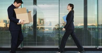 ماذا تفعل اذا كلفت إبلاغ موظفيك بقرار تسريحهم من العمل؟