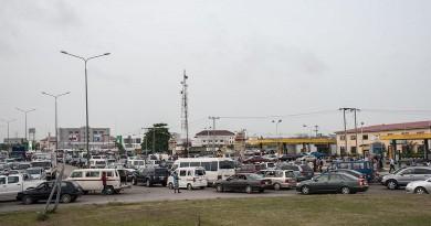 احتجاجا على رفع الحكومة الدعم عن الطاقة إضراب عام قد يشل نيجيريا
