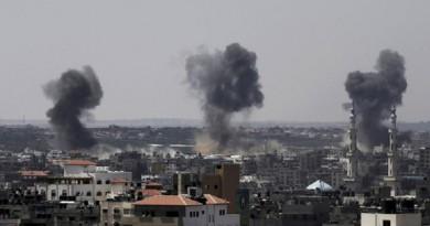 اسرائيل تشن غارات على مواقع جنوب غزة