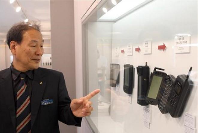 متحف أجهزة الهواتف من أول جهاز هاتف أرضي في العالم وحتى الهواتف الذكية
