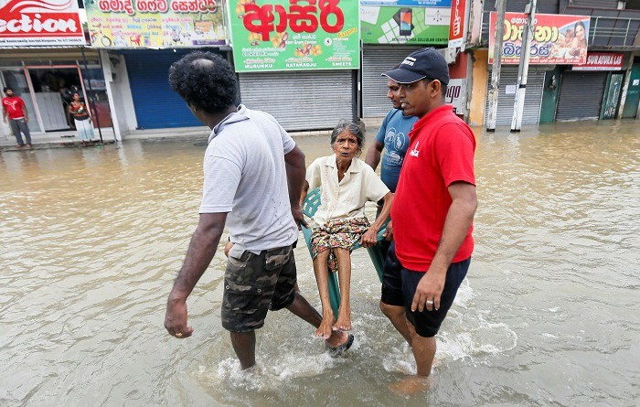 مقتل العشرات بانهيارين أرضيين في سريلانكا