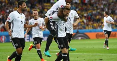 شفاينشتيجر وموستافي يقودان ألمانيا للفوز على أوكرانيا (فيديو) و(صور)