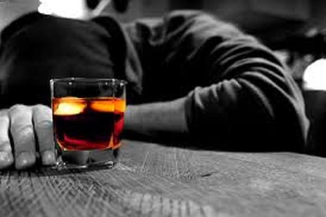 تسويق الخمور عبر الانترنت مرتبط بتعاطي المراهقين لها في أوروبا