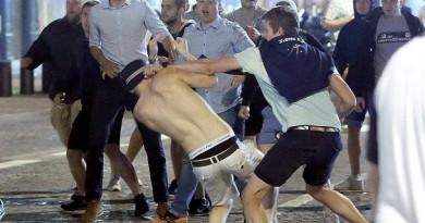 قبل المباراة المرتقبة بينهما.. تجدد الاشتباكات بين جماهيري إنجلترا وروسيا (صور)