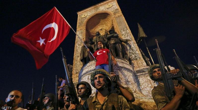 تظاهرات مؤيدة وأخرى مناوئة للانقلاب في تركيا
