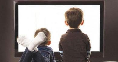 """تعرف على تأثير """"مشاهدة التلفزيون"""" على عظام الأطفال"""