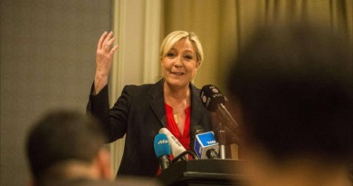 مارين لوبان زعيمة حزب الجبهة الوطنية الفرنسي الذي يمثل أقصى اليمين