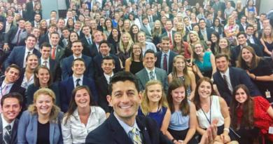 """""""السيلفي الأبيض"""" يثير انتقادات في الولايات المتحدة"""