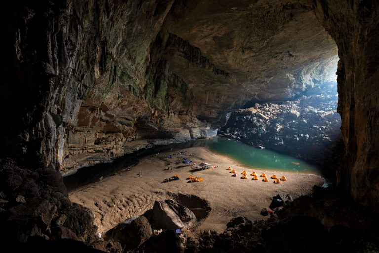 Photographing-the-Worlds-Largest-Cave-57373ff4181c5__880-768x512