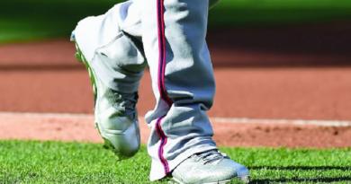 دراسة: الأحذية الطبية قد لا تخفف آلام مفصل الركبة